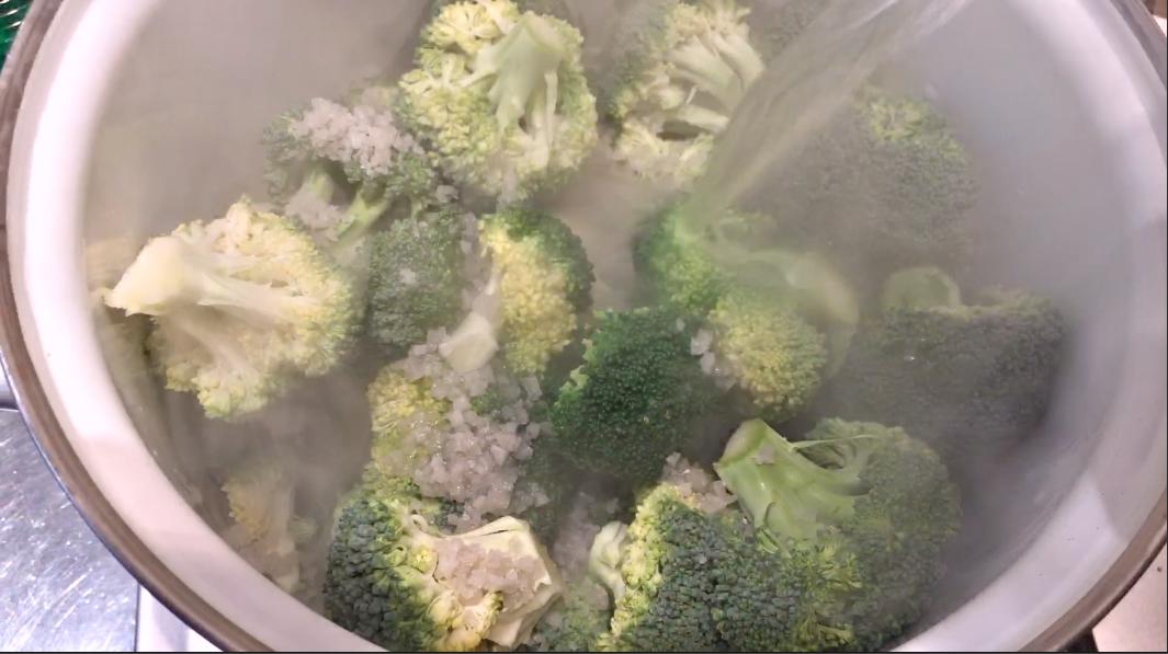 Orechiette mit Brokkoli und Salsiccia